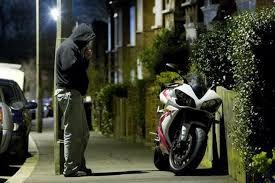 Lắp đặt còi báo động cho xe máy để chống trộm có bị phạt?
