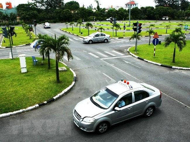 Cơ sở đào tạo lái xe không có đủ sân tập lái có bị phạt?