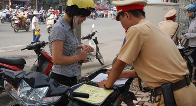 Xe máy không có bằng lái và đi ngược chiều bị phạt bao nhiêu?