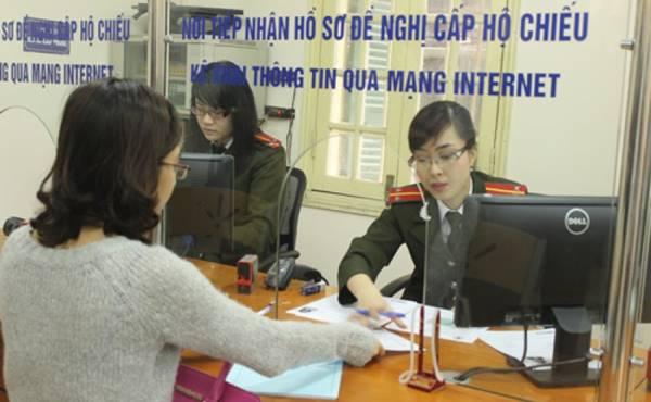 Mức xử phạt đối với hành vi mang tiền mặt vượt quá định mức khi nhập cảnh vào Việt Nam