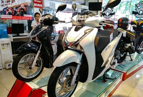 Mua xe máy ở thành phố làm sao để chạy về quê đăng ký xe được?