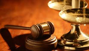 Quyền yêu cầu Tòa án bảo vệ quyền và lợi ích hợp pháp được quy định như thế nào?