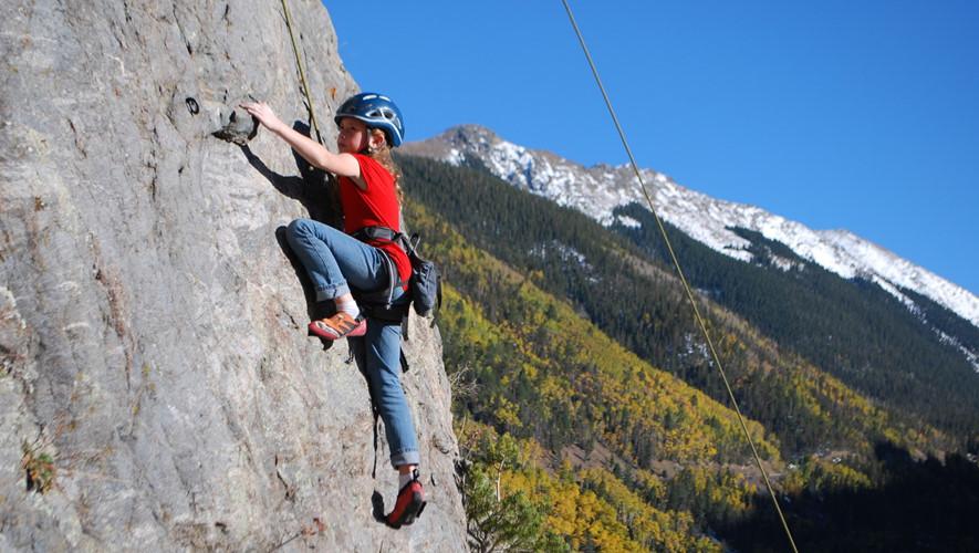 Cơ sở vật chất tập luyện và thi đấu đối với leo núi nhân tạo
