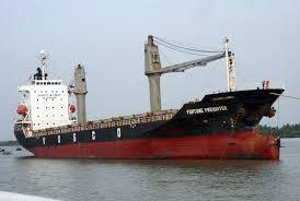 Nhiệm vụ của thuyền trưởng trên tàu biển Việt Nam khi tàu vào, rời cảng, neo đậu