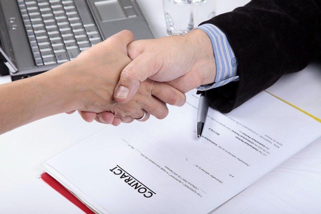 Văn phòng đại diện công ty nước ngoài ký hợp đồng có phải dùng dấu của công ty mẹ?