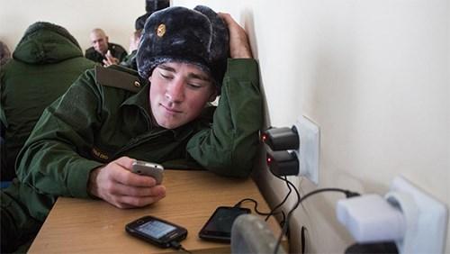 Nhập ngũ năm 2020 có được đem theo điện thoại không?