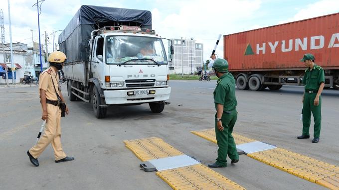 Những hành vi nào bị nghiêm cấm đối với Trạm kiểm tra tải trọng xe?