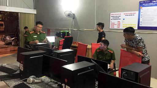 Lực lượng công an huyện có được phép kiểm tra quán net hay không?
