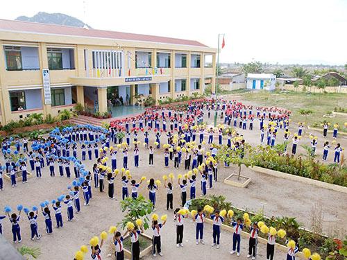 Khu đất xây dựng trường tiểu học trên địa bàn xã, phường phải đáp ứng những yêu cầu gì?