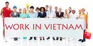 NLĐ nước ngoài làm việc ở VN 02 năm có được cấp thẻ thường trú không?