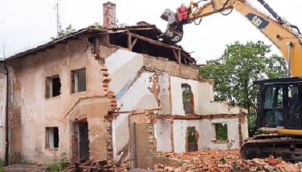 UBND xã có thẩm quyền áp dụng biện pháp phá dỡ công trình vi phạm trật tự xây dựng không?