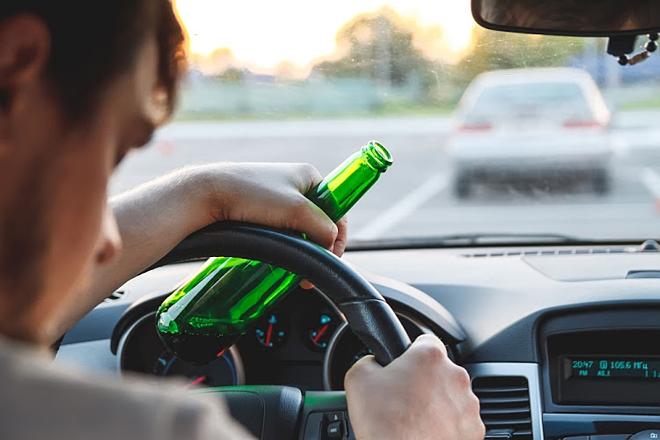 Vi phạm nồng độ cồn xe ô tô bị tước bằng lái tối đa là mấy tháng?