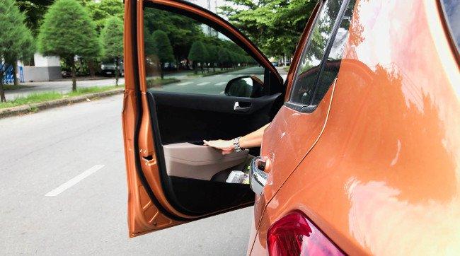 Mức phạt đối với người mở cửa ô tô gây tai nạn