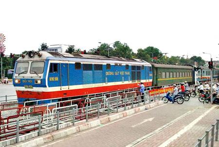 Tội điều động người không đủ điều kiện điều khiển các phương tiện giao thông đường sắt