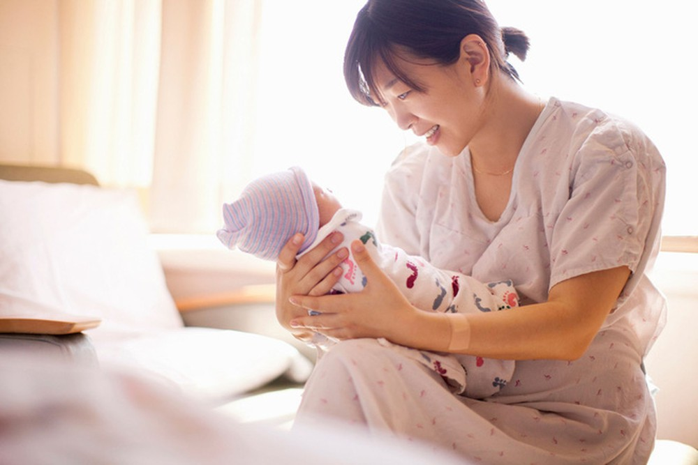 Xin nghỉ dưỡng sức sau sinh nhưng vẫn đi làm thì chế độ tính thế nào?