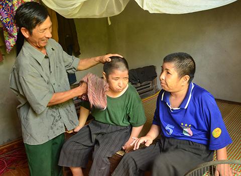 Mức trợ cấp cho con đẻ bệnh binh bị nhiễm chất độc hóa học suy giảm khả năng lao động 65%