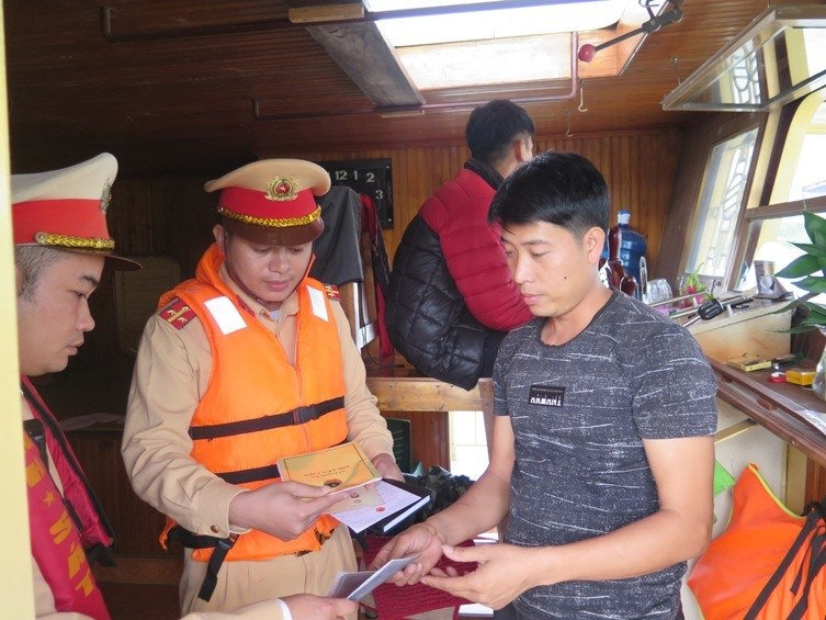 Người điều khiển phương tiện thủy sử dụng chất cấm bị phạt bao nhiêu?