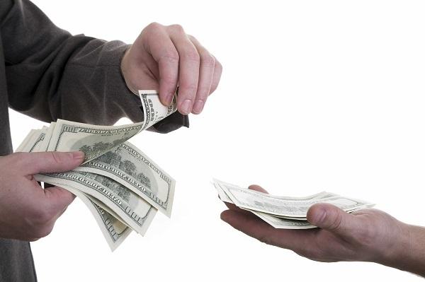 """Khách mua hàng rồi """"bùng tiền"""", đòi lại thế nào cho đúng luật?"""