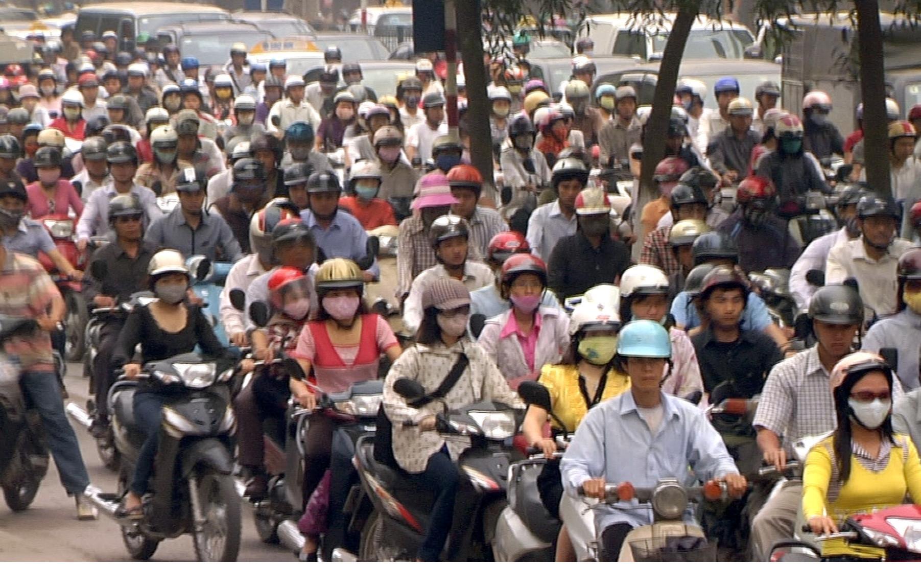 Quy định đối với người điều khiển, người ngồi trên xe mô tô, xe gắn máy