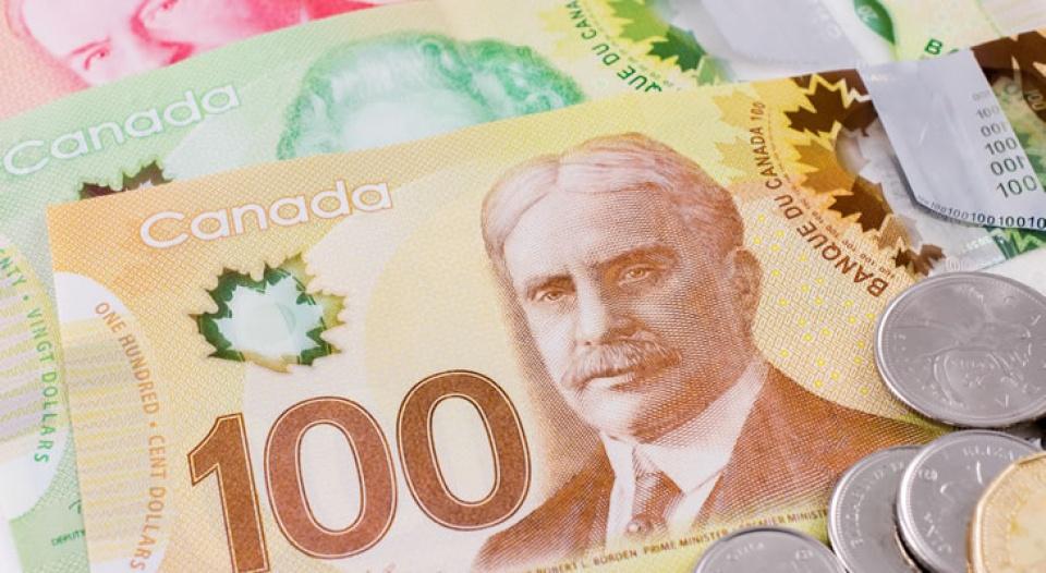 Được mang bao nhiêu tiền Canada khi nhập cảnh vào Việt Nam?
