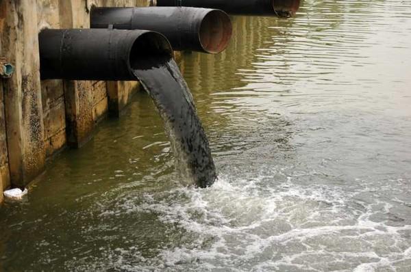 Xả nước thải vào công trình thủy lợi có bị xử phạt?