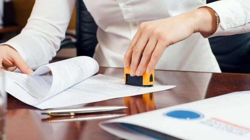 Sửa đổi hợp đồng công chứng trước đó có bắt buộc các bên phải có mặt?