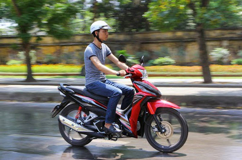 Chưa đủ tuổi chạy xe máy sẽ bị xử phạt thế nào?