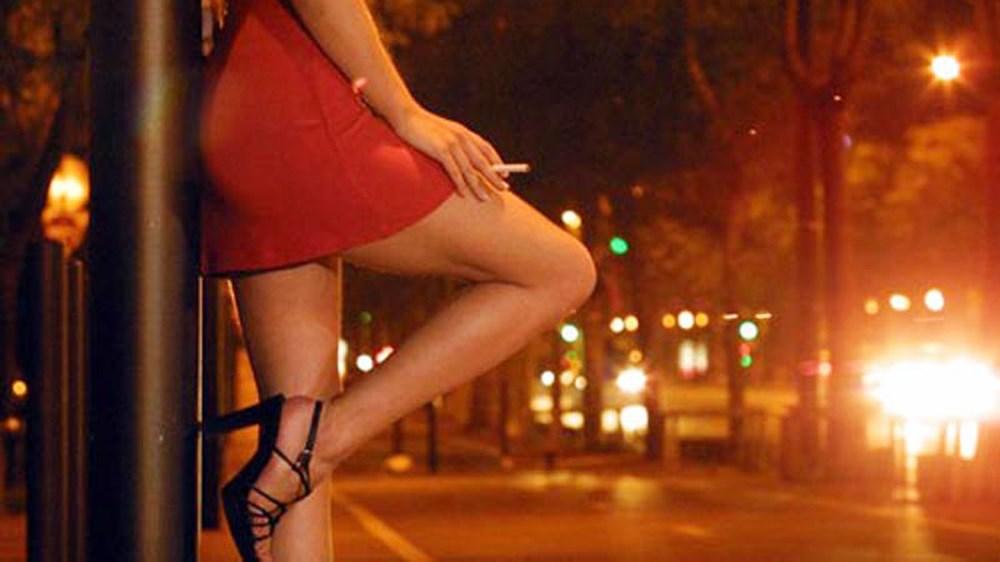 Bảo kê mại dâm là gì?