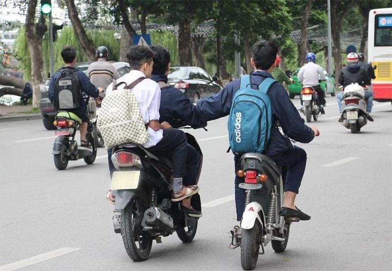 Trường hợp nào giao xe máy cho người chưa đủ tuổi chạy phải đi tù?