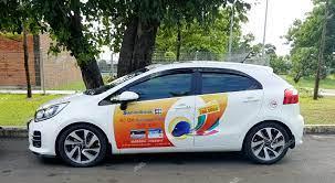 Có được phép dán quảng cáo vào mặt sau ô tô?