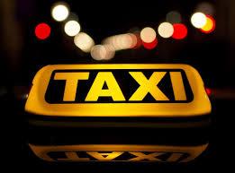 """Có bắt buộc phải gắn cố định hộp đèn với chữ """"TAXI"""" trên nóc xe taxi hay không?"""