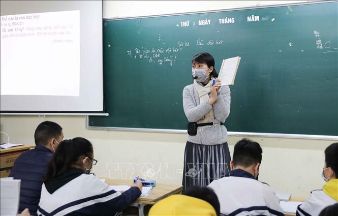 Hết cách ly xã hội, giáo viên đi dạy có phải đeo khẩu trang?