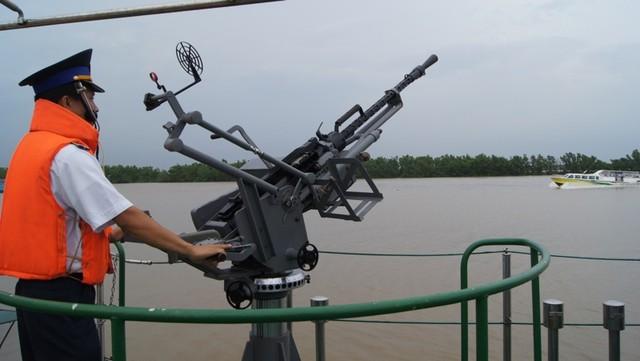 Thủ tục cấp giấy phép sử dụng vũ khí quân dụng cho lực lượng Kiểm ngư