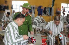 Những đồ vật nào cấm đưa vào cơ sở giam giữ phạm nhân?