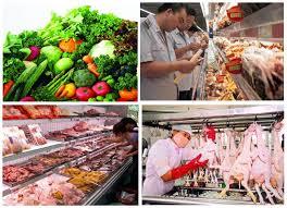 Người được giao nắm tình hình an toàn thực phẩm khi đến cơ quan, tổ chức, cá nhân có thông tin phải xuất trình những giấy tờ nào?