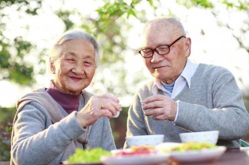 Người cao tuổi được hưởng mức trợ cấp hàng tháng là bao nhiêu tiền?
