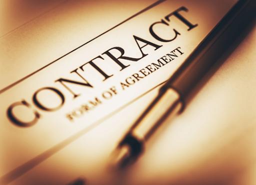 Có được gia hạn thời gian giao hàng trong hợp đồng gia công không?
