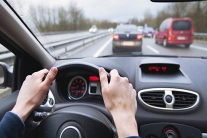 Chưa được cấp bằng lái xe máy có được cấp bằng lái xe ô tô?