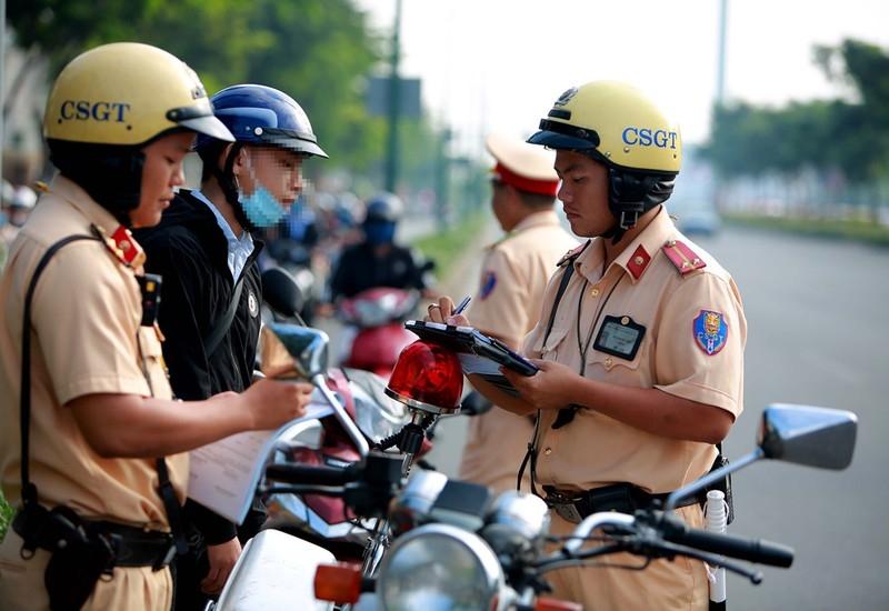 Có phải cầm CCCD khi đi nộp phạt giao thông không?