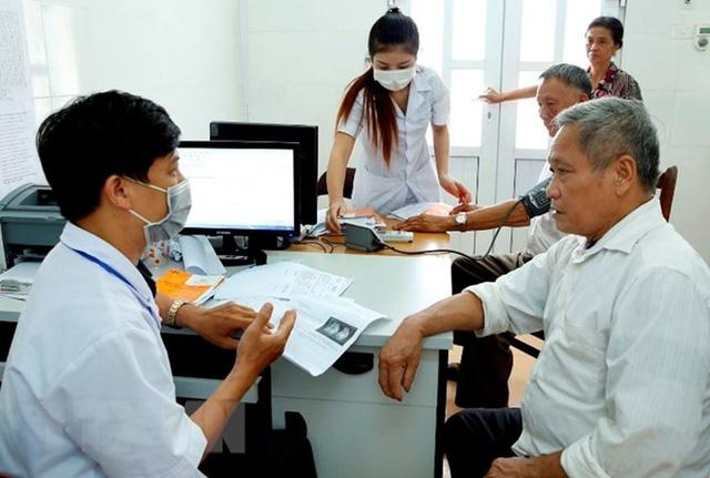 Đi khám bảo hiểm y tế xuất trình bằng lái xe thay CMND được không?