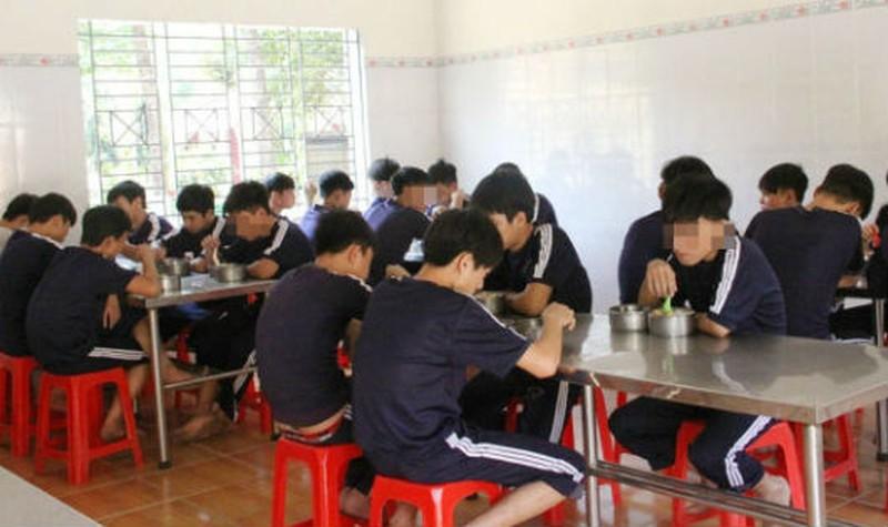 Ai có thẩm quyền quyết định chế độ ăn của học sinh trường giáo dưỡng bị ốm đau?