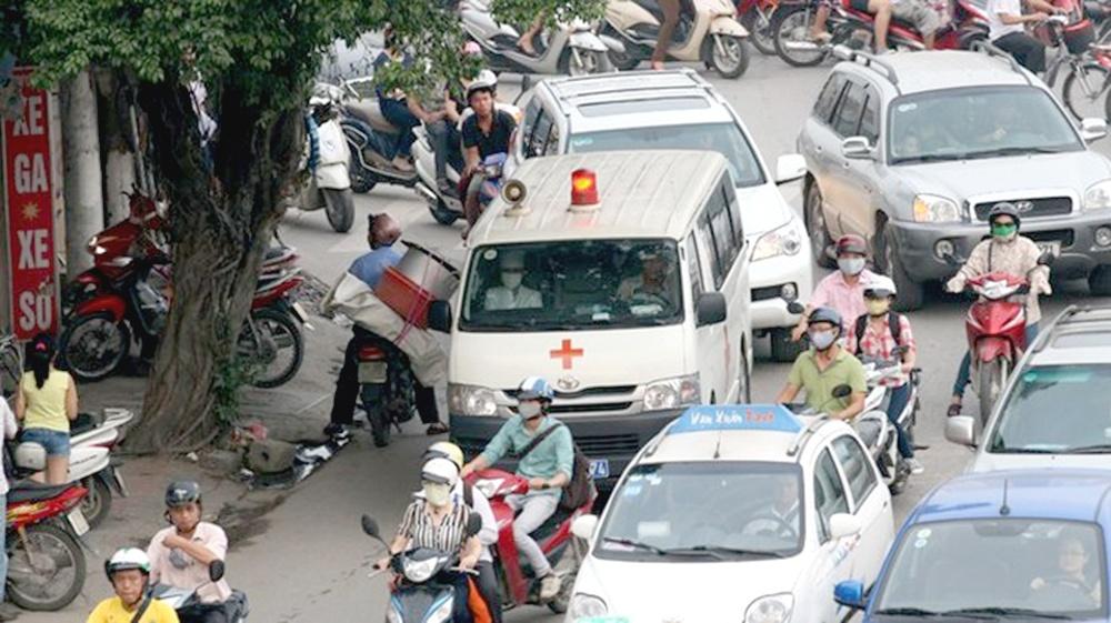 Không nhường đường cho xe xin vượt xử lý thế nào?