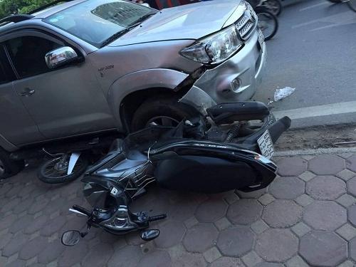 Dùng ô tô tông vào xe máy người khác bị xử lý tội danh gì?
