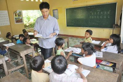 Giáo viên nam nuôi con dưới 12 tháng có được giảm định mức tiết dạy?