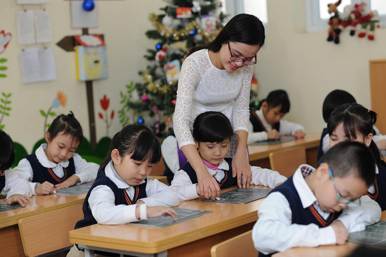 Giáo viên có được hưởng đồng thời phụ cấp thu hút và lâu năm hay không?