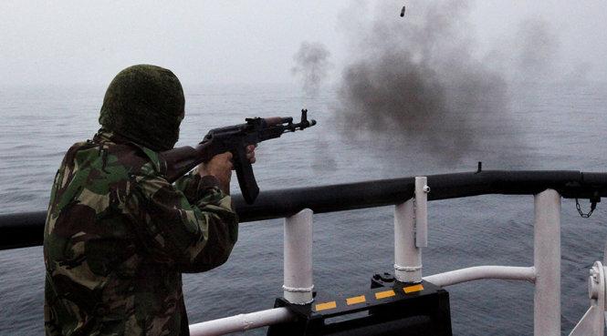 Giám sát biên phòng trực tiếp trên tàu, thuyền được quy định như thế nào?