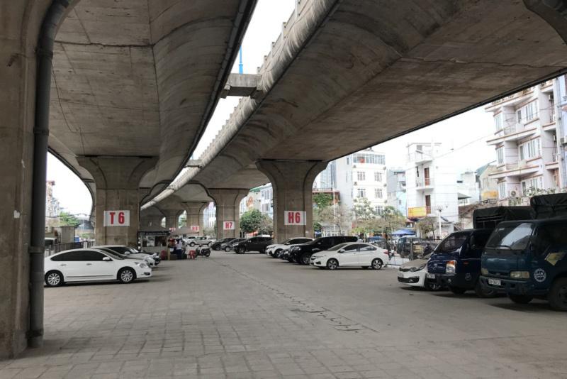 Đỗ xe ô tô dưới gầm cầu vượt thì phạt cụ thể là bao nhiêu tiền?