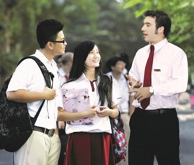 Chương trình giáo dục bắt buộc đối với học sinh trung học là người Việt Nam tại trường quốc tế