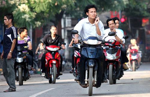 Không đội mũ bảo hiểm, không có bằng lái, không mang giấy tờ xe, không gương phạt bao nhiêu?