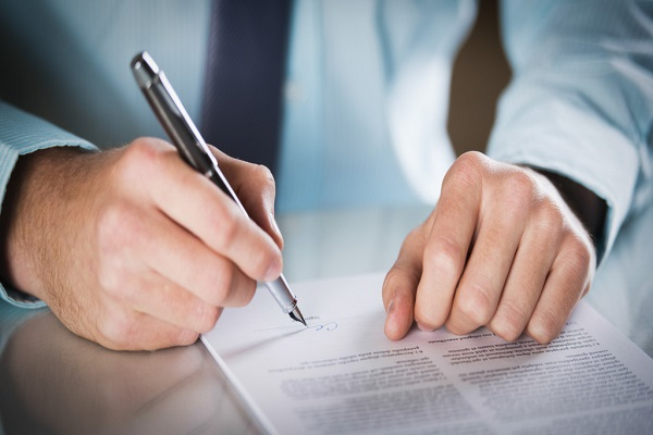 Có được ký vào hợp đồng trước khi đến văn phòng công chứng hay không?